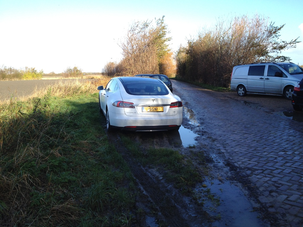 tesla-model-s-in-mud.jpg