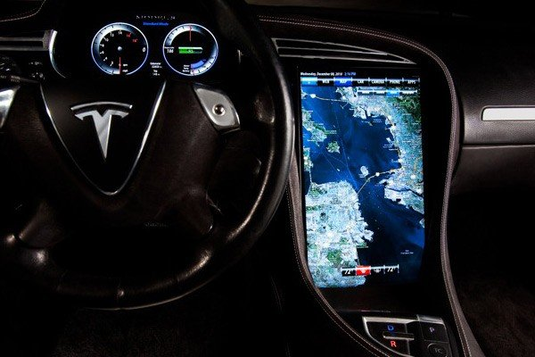 tesla-model-s-infotainment-screen_100335620_m.jpg