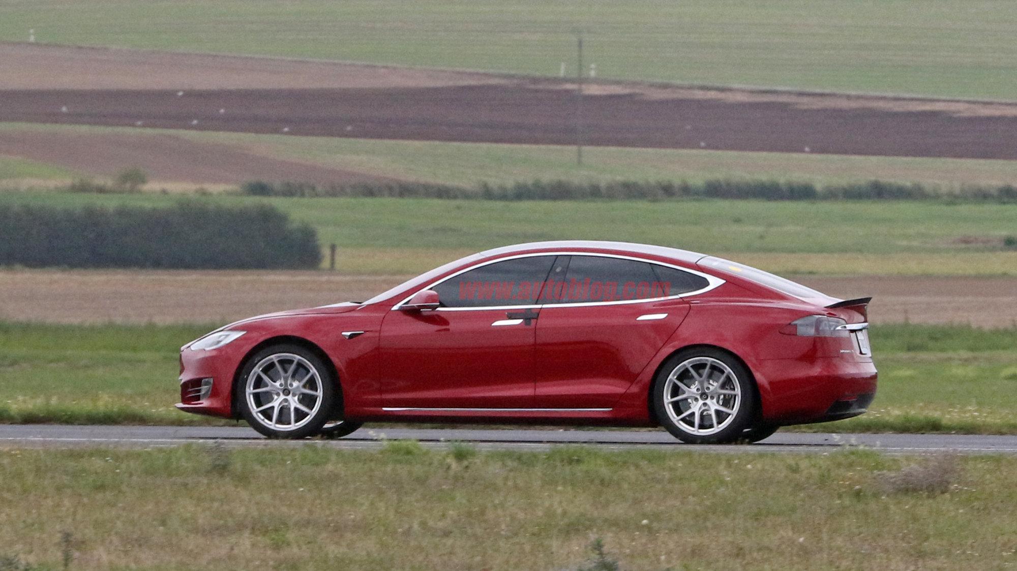 Tesla-Model-S-Nürburgring-preparation-2.jpg