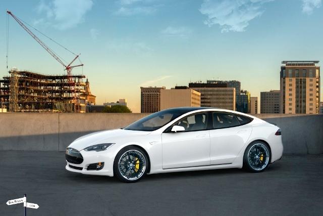 Tesla-Model-S-P85-Ben-Revzin-2015-1024x683.jpg