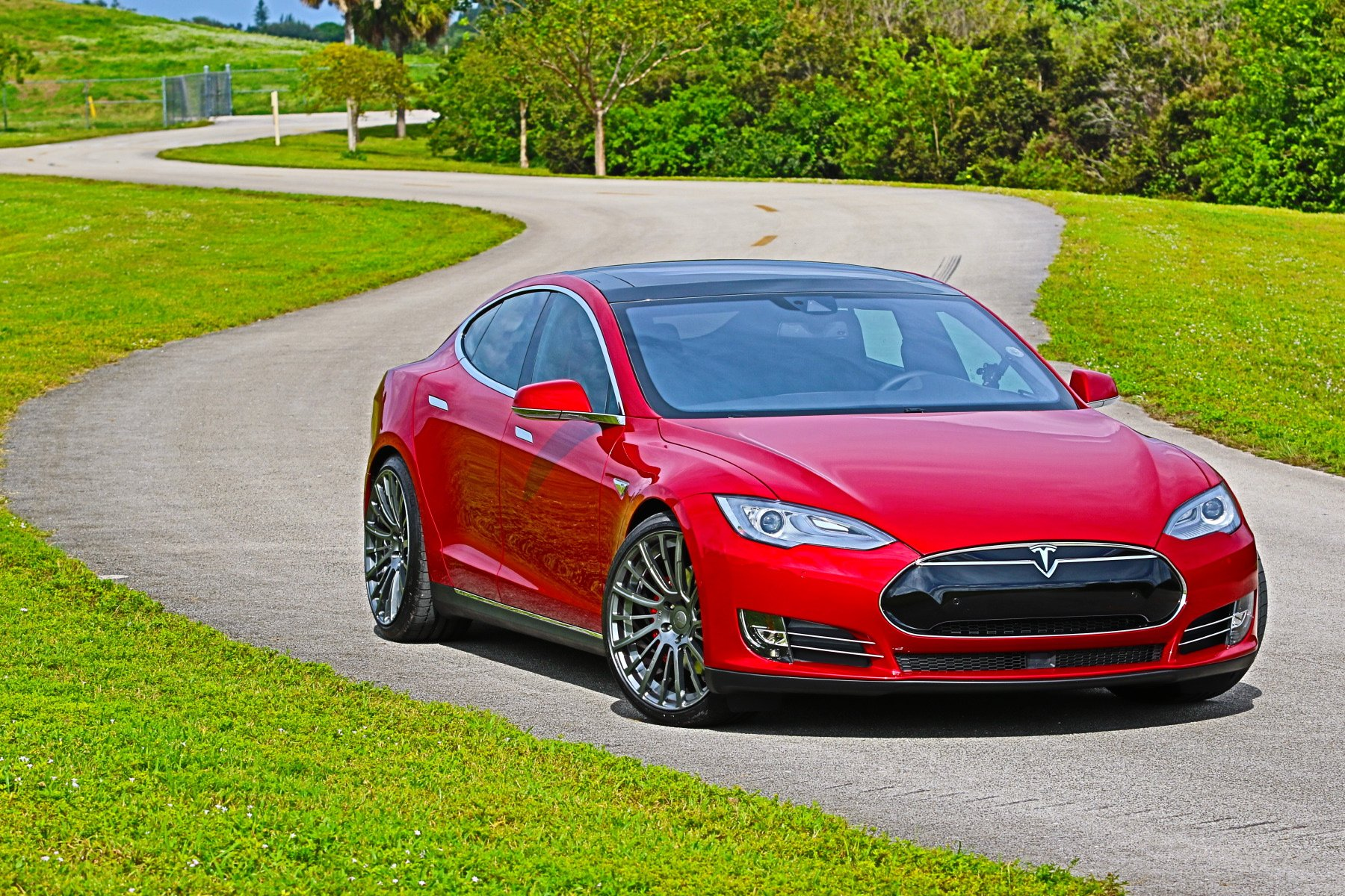 tesla-model-s-p90d-ludicrous-multicoat-red-pulse-wheels-016.JPG