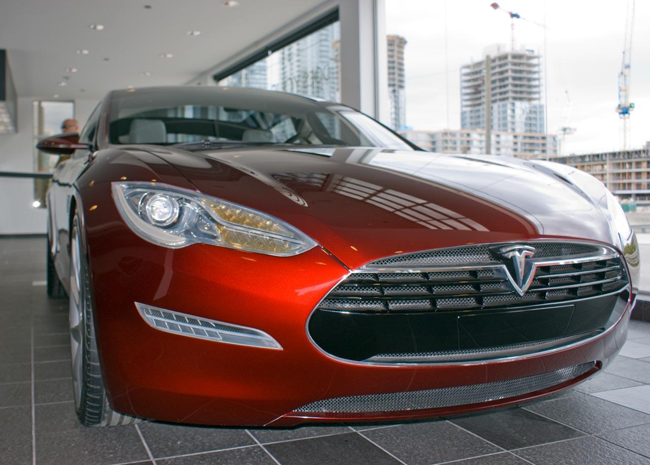 Tesla-Model-S-Prototype-Tour-Frontend-Closeup-1280px-50p.jpg