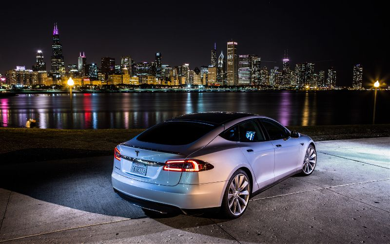 Tesla-Model-S-rear-right-side-view.jpg