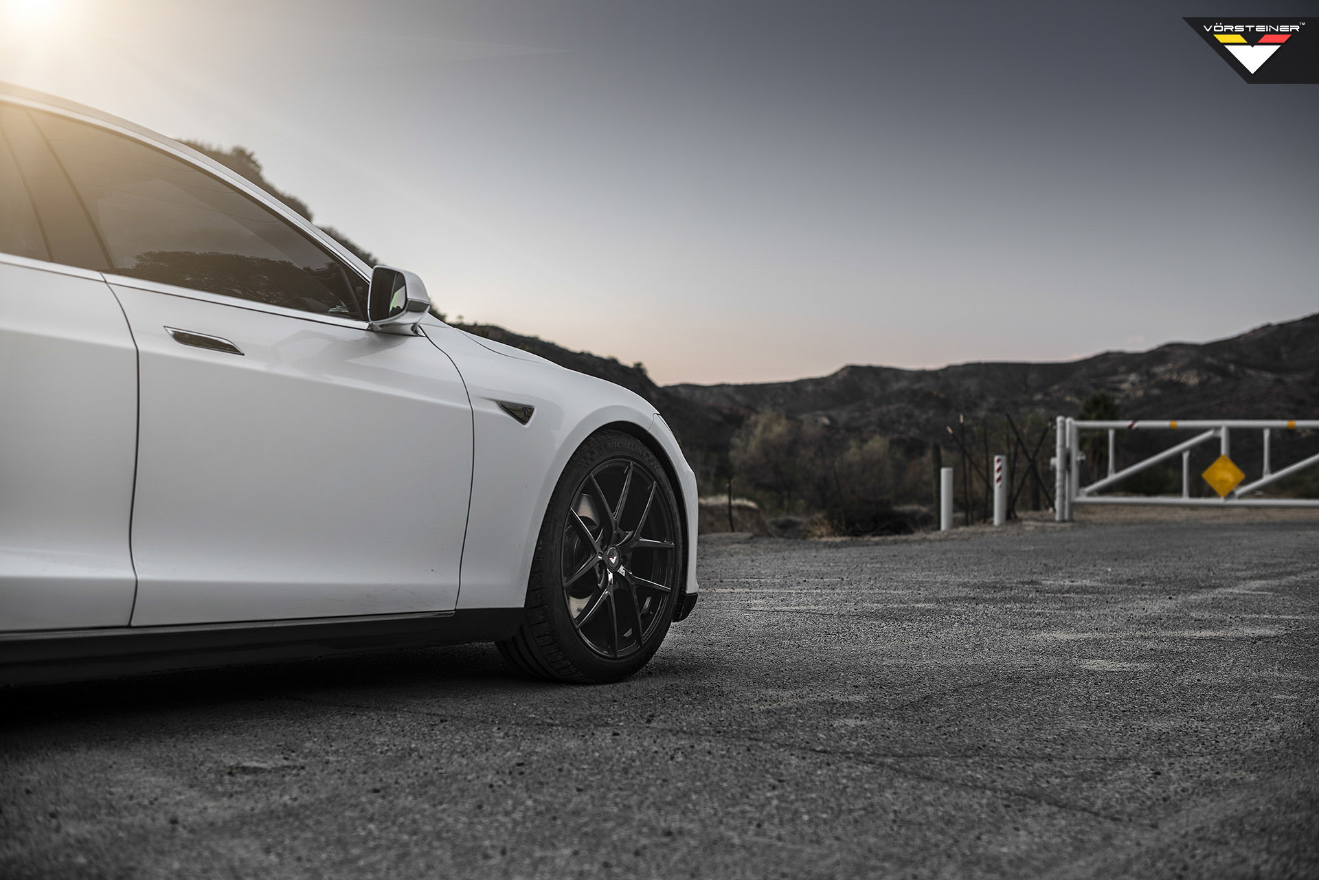 Tesla-Model-S-Vorsteiner-Wheels-Front.jpg