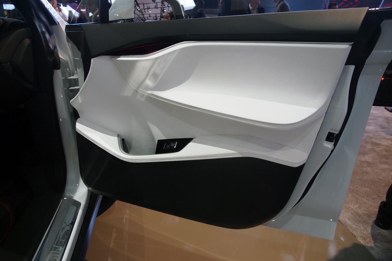 tesla-model-x-detroit-2013-13.jpg