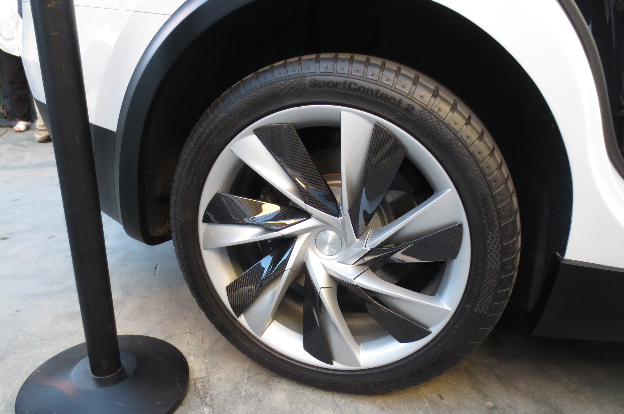 Tesla-Model-X-rear-wheel-at-Battery-Swap-Event-1.jpg