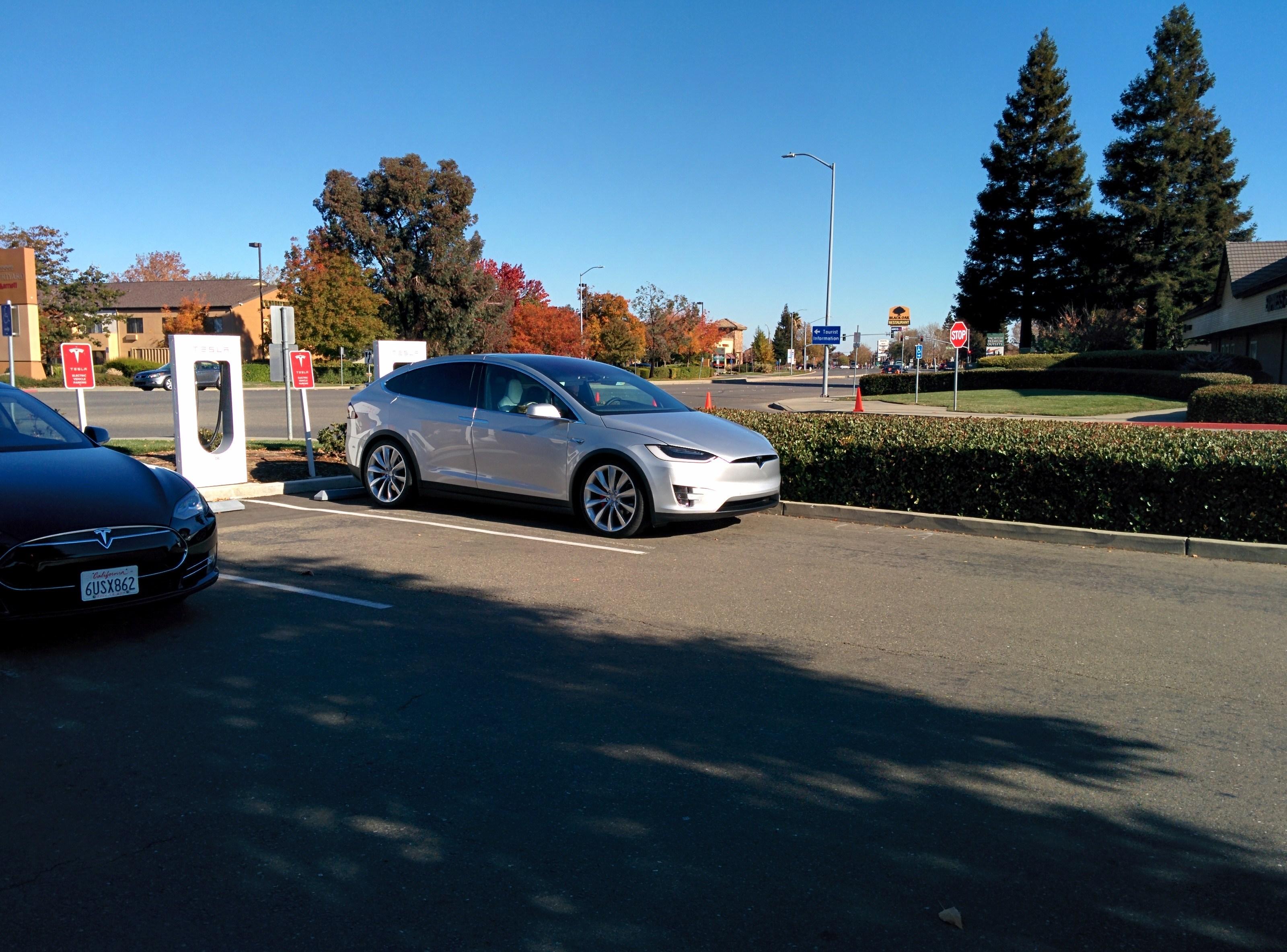 Tesla-Model-X-Silver-1.jpg