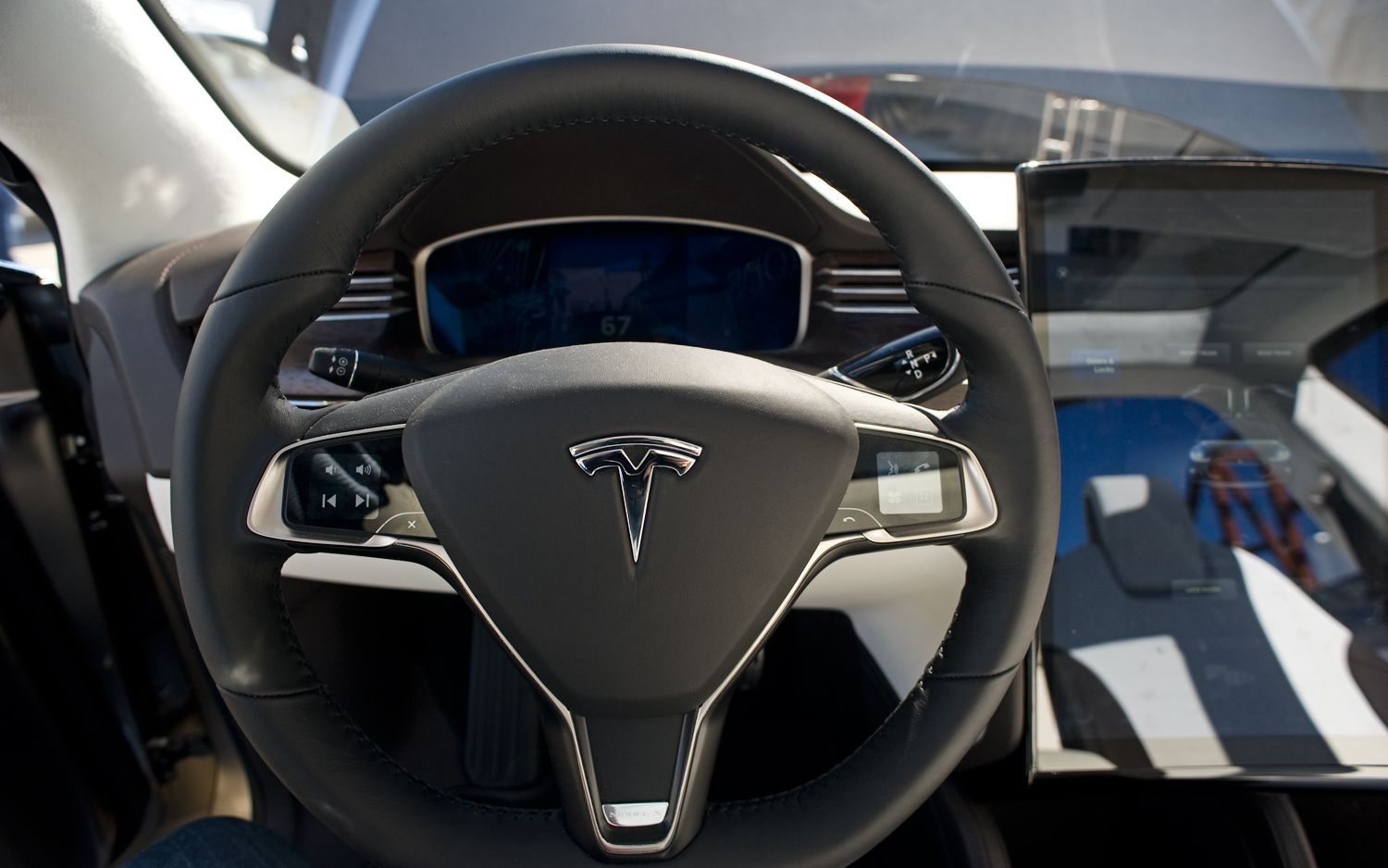Tesla-Model-X-Steering-Wheel.jpg
