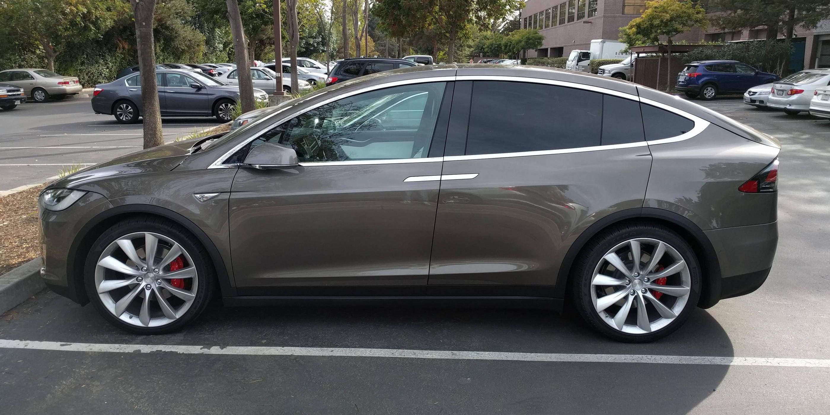 tesla-model-x-titanium-metallic-4.jpg