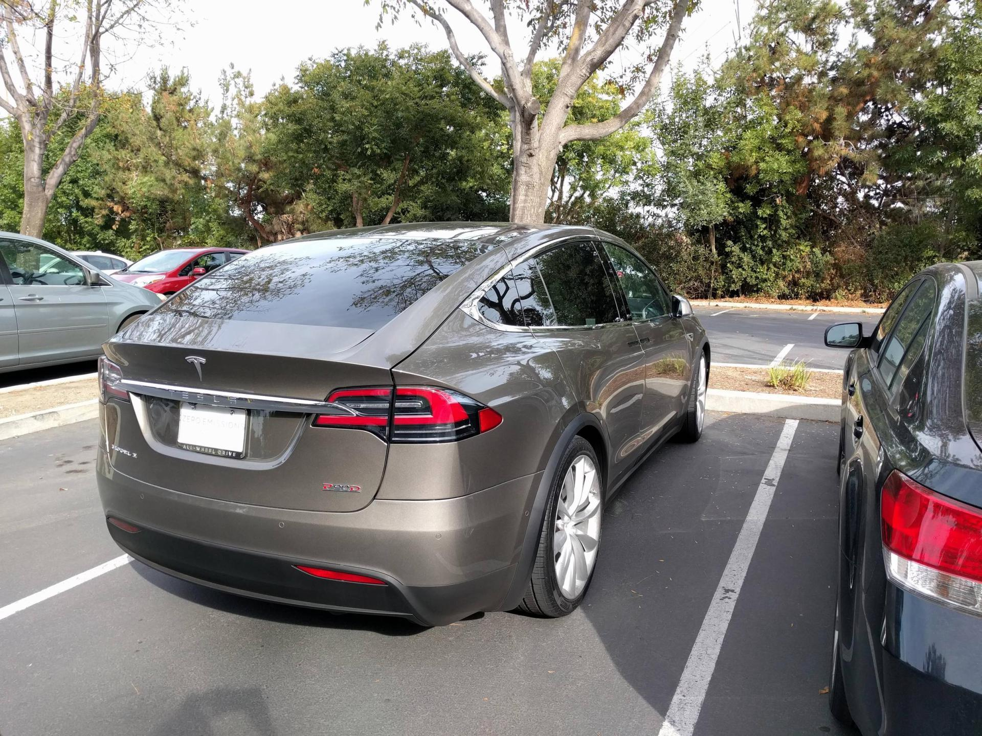 tesla-model-x-titanium-metallic-5.jpg