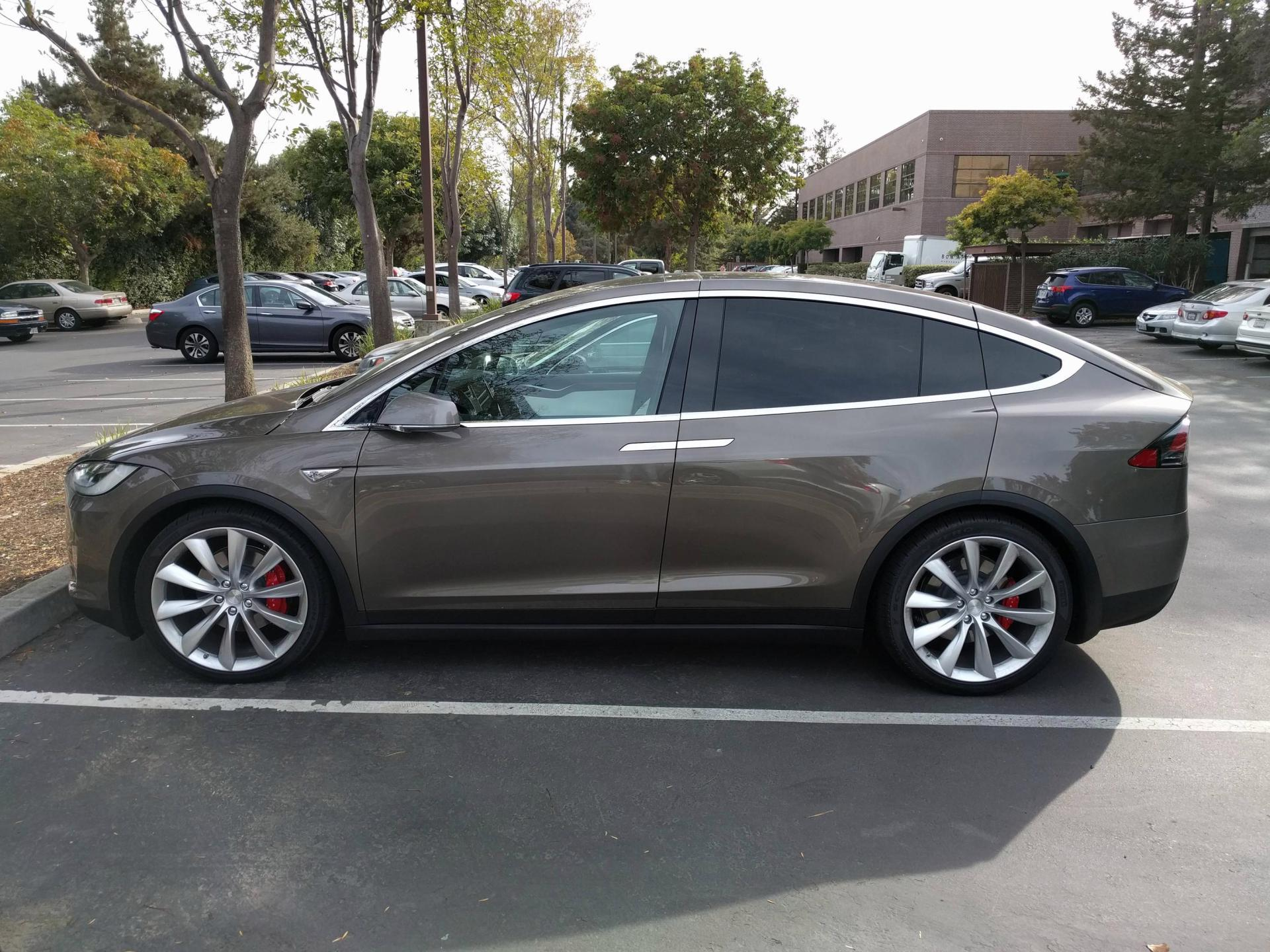 tesla-model-x-titanium-metallic-7.jpg