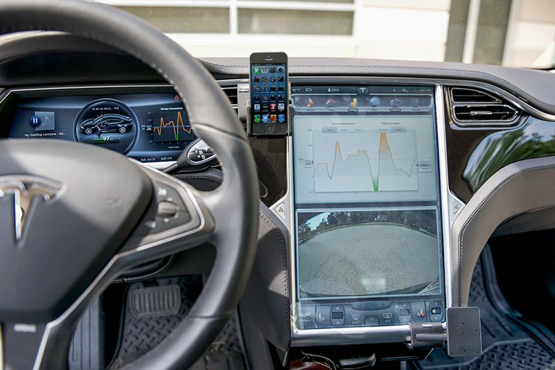 tesla-mounted-iphone.jpg