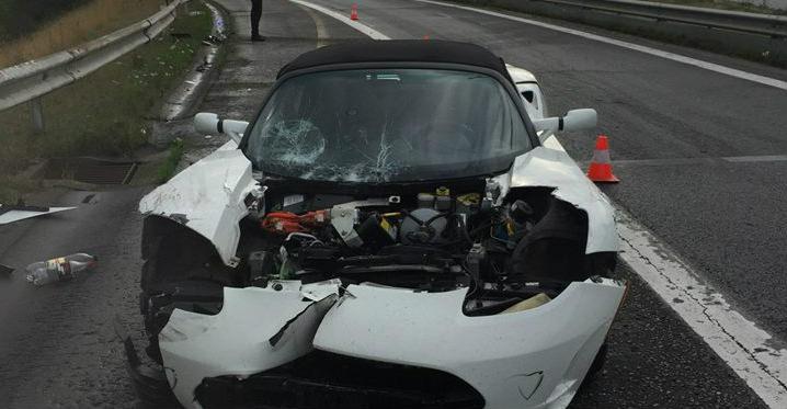 Tesla-Roadster-crash-Ransbottyn.jpg