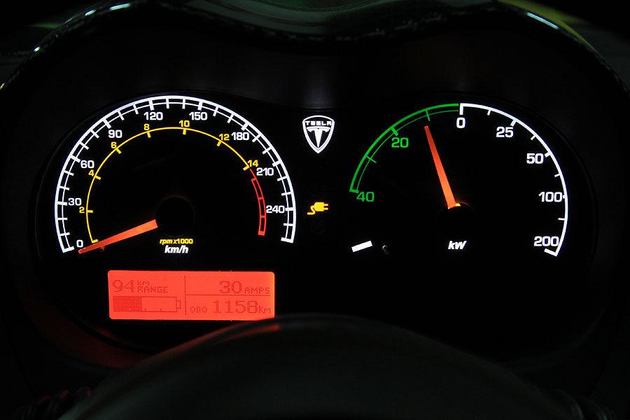 Tesla-Roadster-Sport-f900x600-F4F4F2-C-88eb33d0-350617.jpg