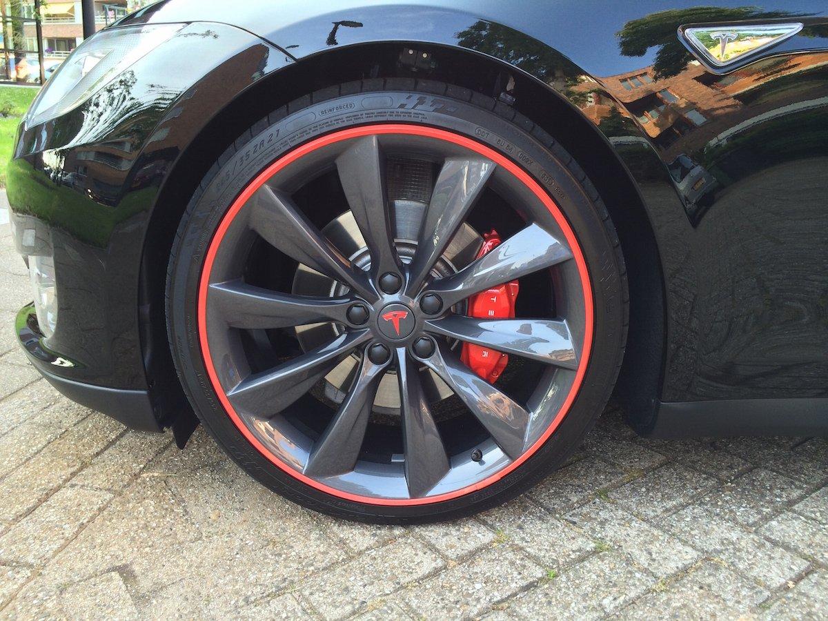 Tesla rood.jpg