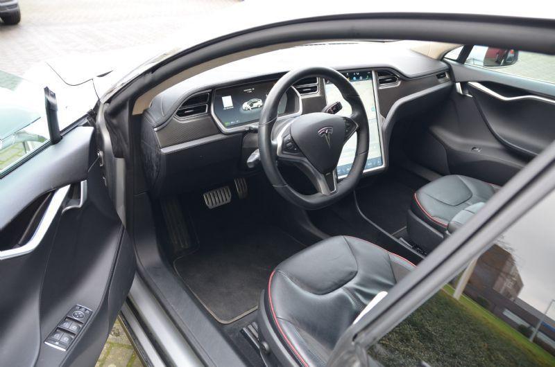 Tesla stuur.jpg