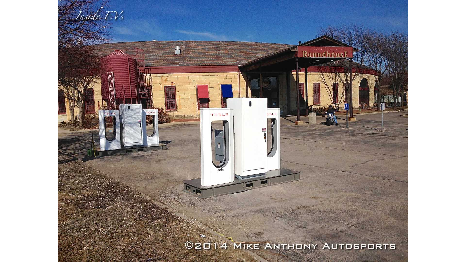 tesla-supercharger-in-aurora-replaced-by-4-high-power-wall-connectors.jpg