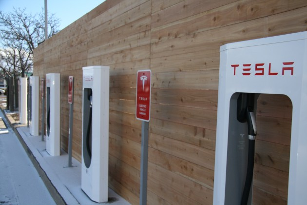 Tesla-Supercharger-Station-003-e1389591697342.jpg