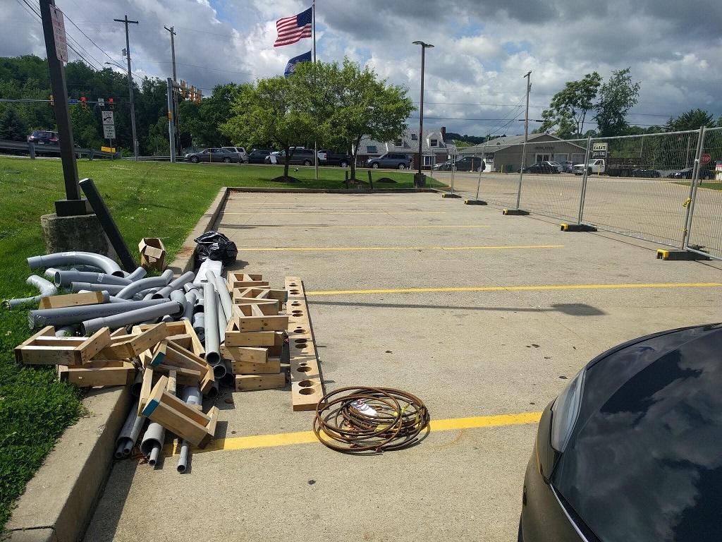 Tesla supercharger_Irwin_PA_2017-07-15.jpg
