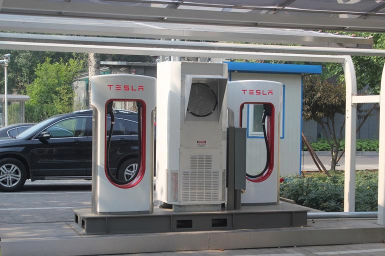 tesla-supercharging-station.jpg