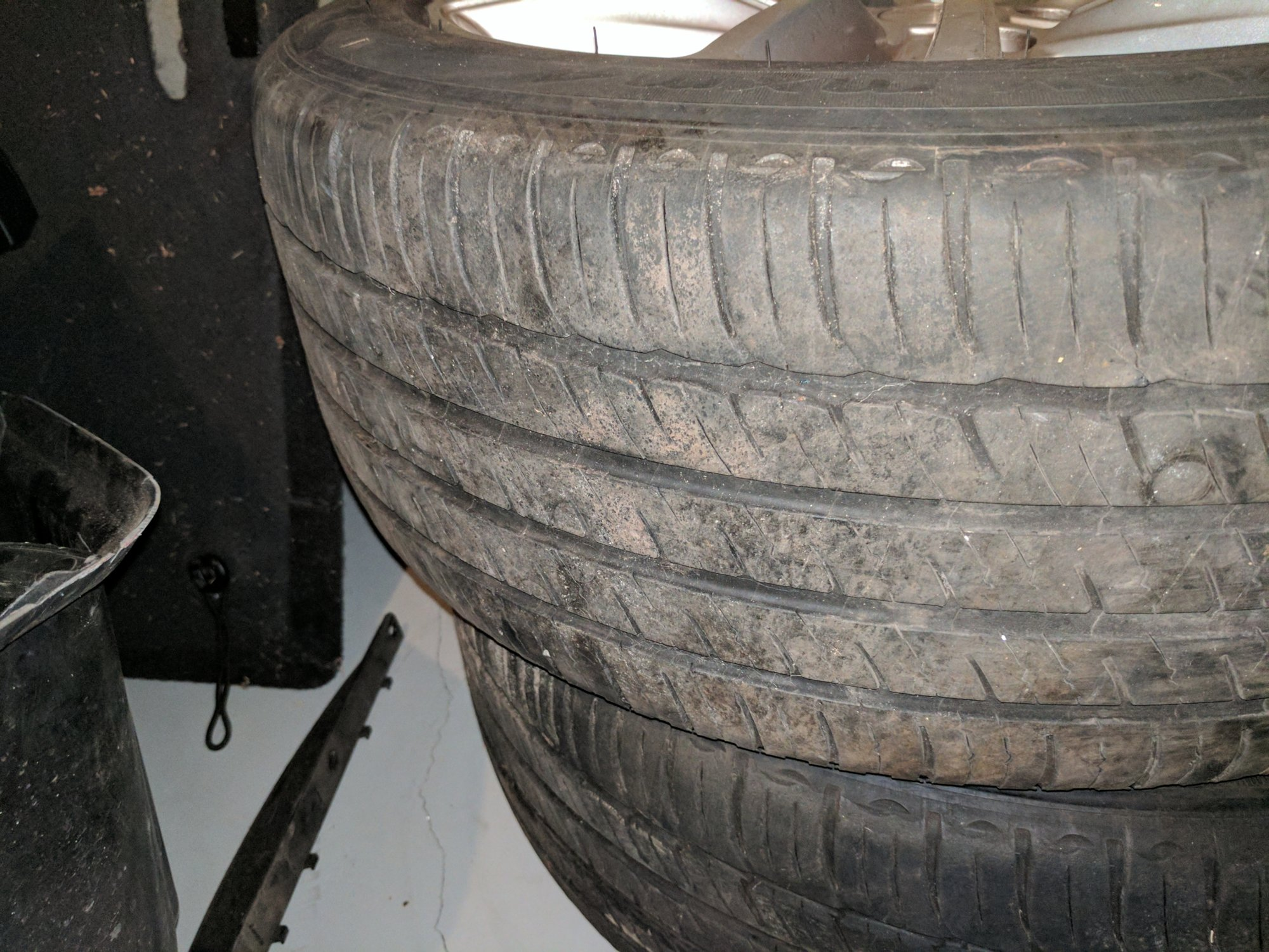 Tesla Tire..jpg