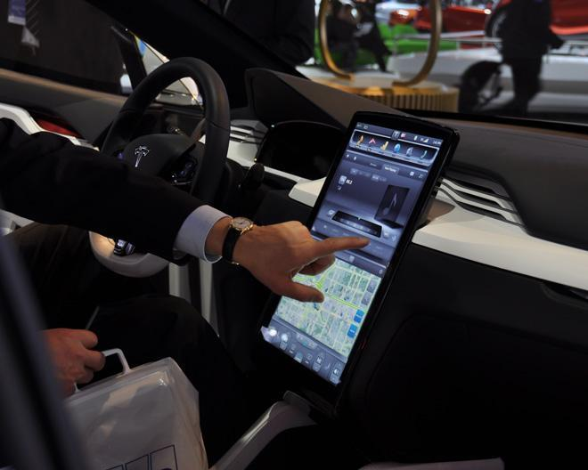 tesla-touch-screen.jpg
