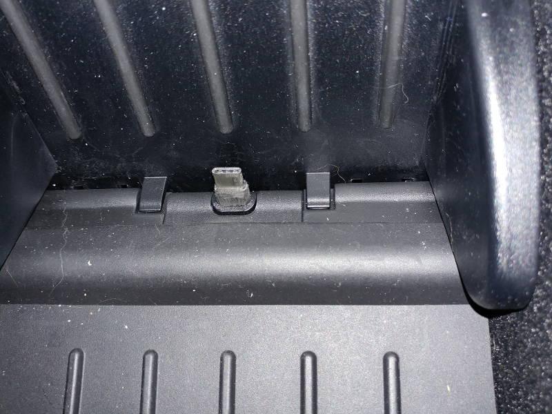 tesla-usb-type-c-plug-800x.jpg