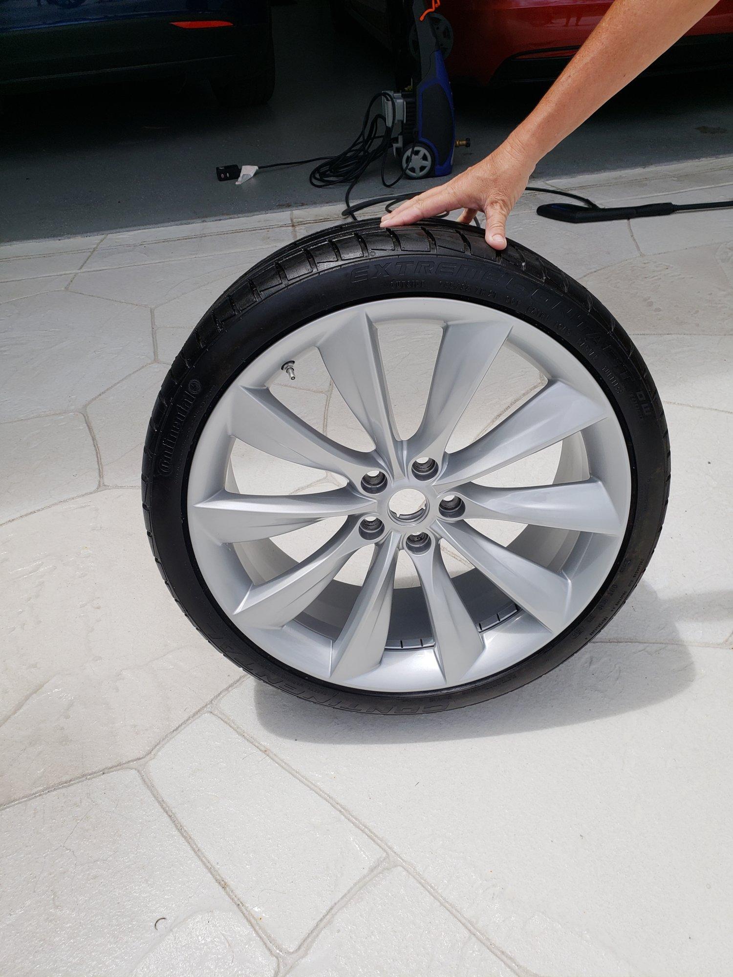 Tesla Wheel 3.jpg