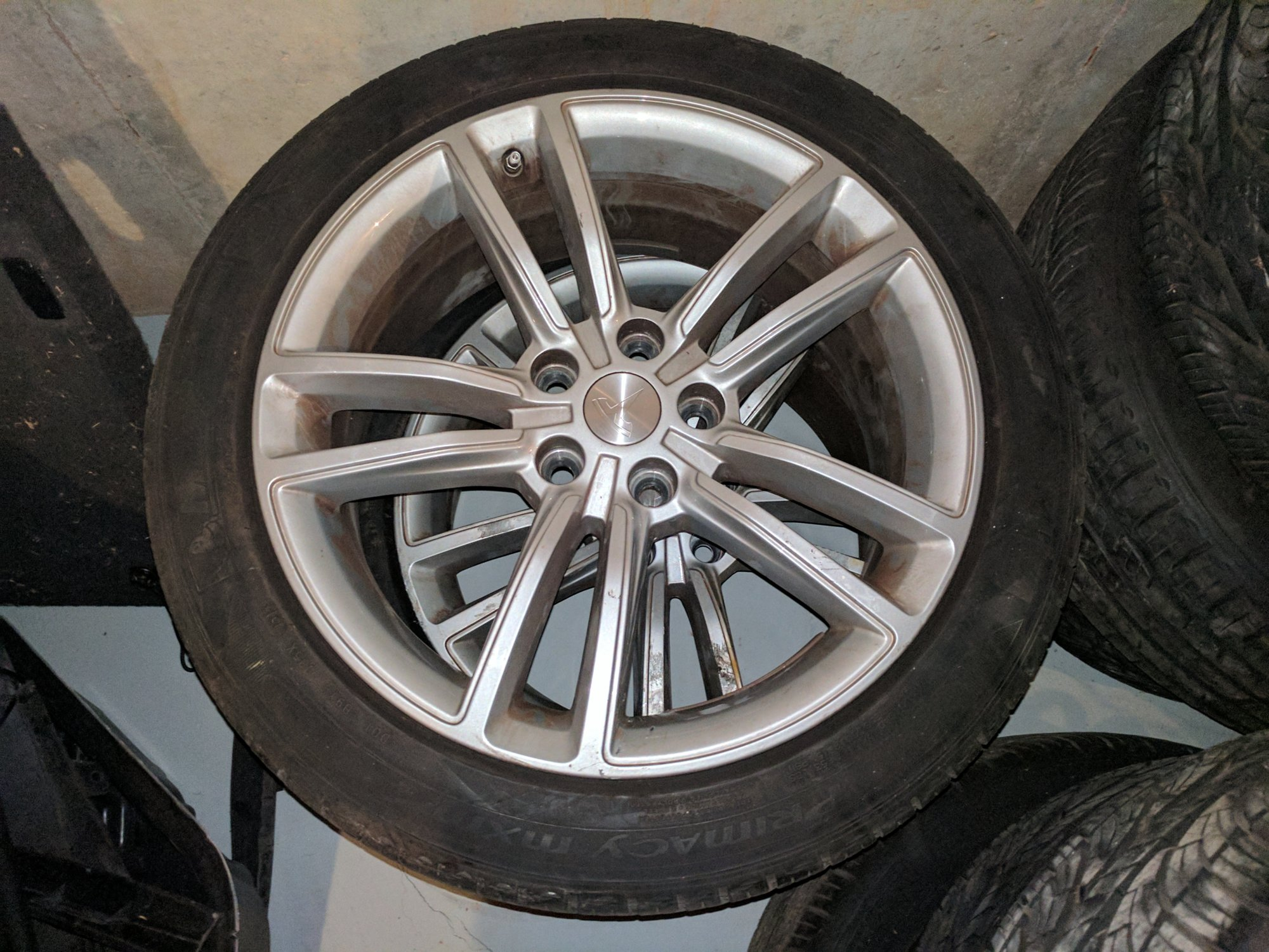 tesla wheel.jpg