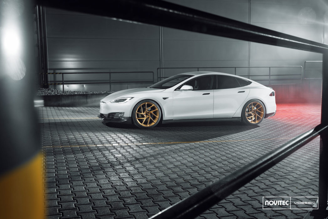 Tesla_Model-S_NV2_f2d23a1d-1047x698.jpg