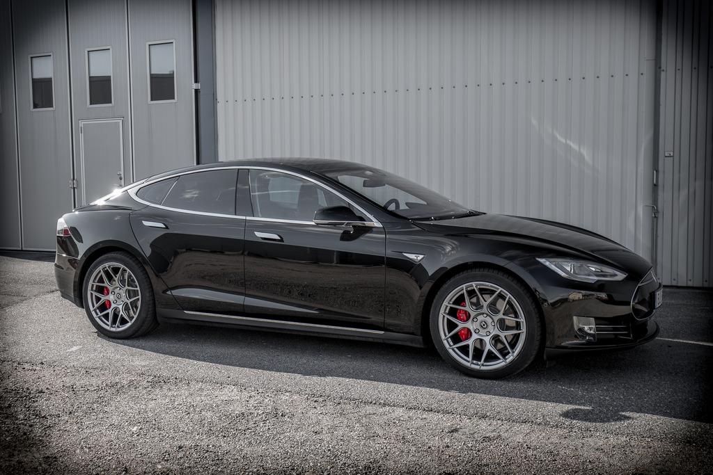 Tesla_P85D-front_zps06glcii2.jpg