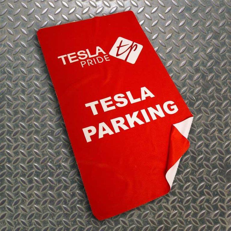 Tesla_Parking_001.jpg