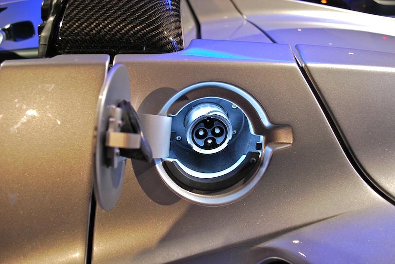 Tesla_Roadster_charging_port_DSC_0313.jpg