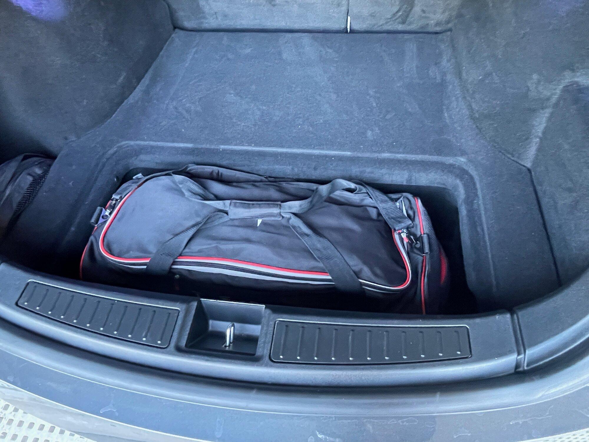 TeslaModelS-P90DL- - luggage6.jpeg
