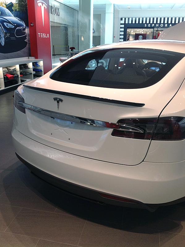 TeslaModelSWithSpoiler3.jpg