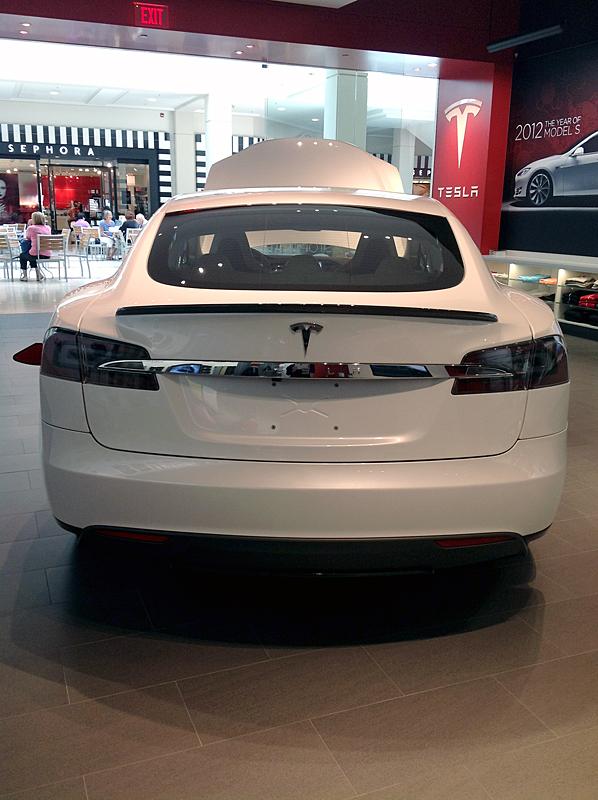 TeslaModelSWithSpoiler4.jpg