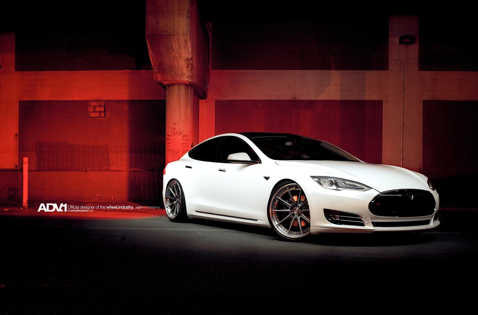 TeslaS_ADV1_01.jpeg