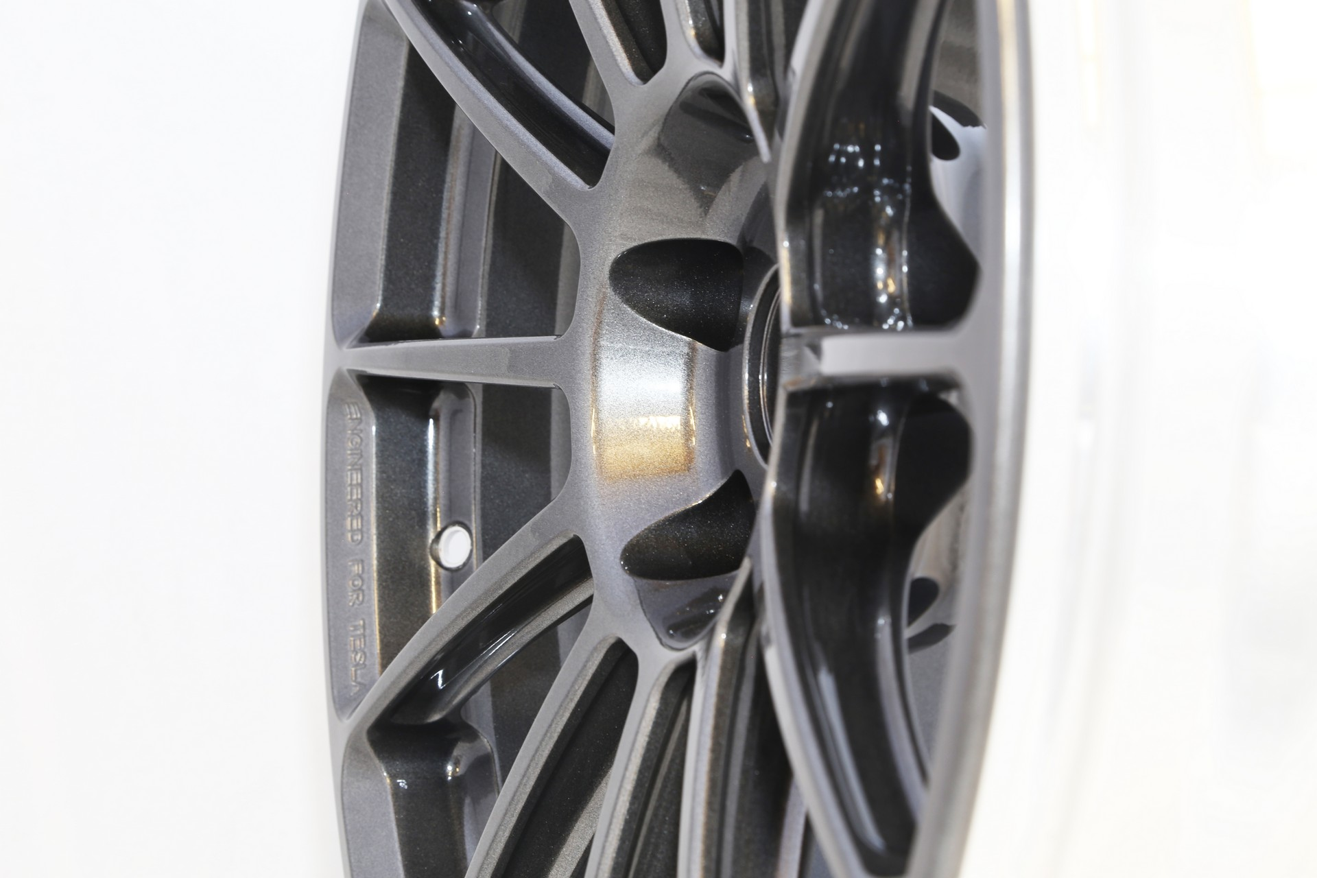 Unplugged Performance UP-03 Super Light Weight Wheel Tesla Model S - 2web.jpg