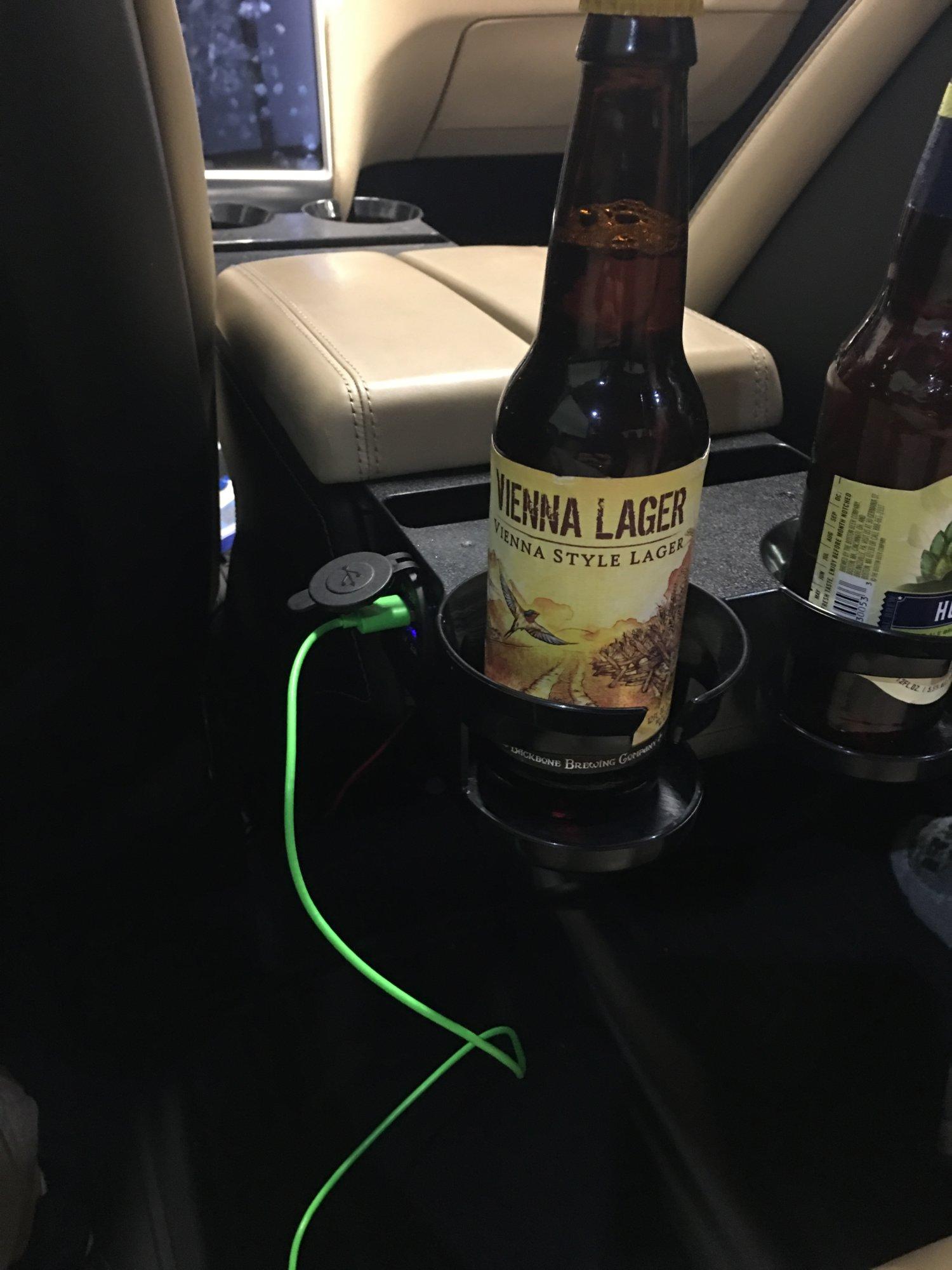 USB left rear passenger.jpg