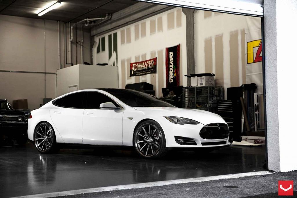 Vossen_TeslaModelS_VVSCV1_e5f_zpsc43a4c80.jpg