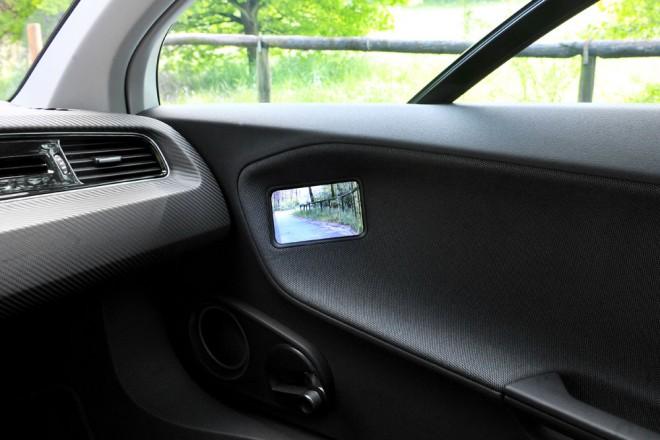 vw mirror LCD - vw006-660x440.jpg