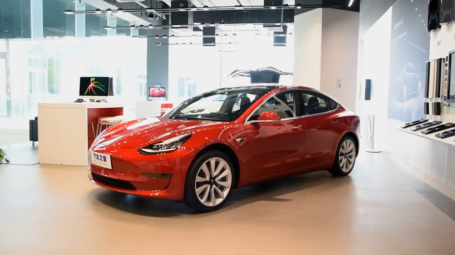 Tesla makes it tougher to buy the standard $35 000 Model 3